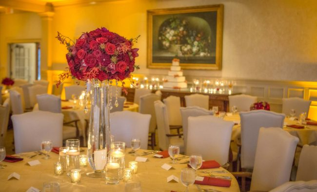 wedding reception flowers and cake idea