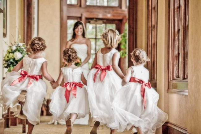 flower girls with bows